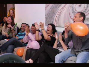 לצחוק פי שתיים - הפעלות ביום הולדת למבוגרים - משחקי חברה מצחיקים