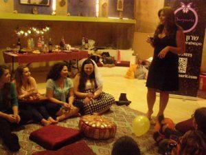שרון צרפתי - סקסולוגית מצחיקה למסיבת רווקות וימי הולדת למבוגרים