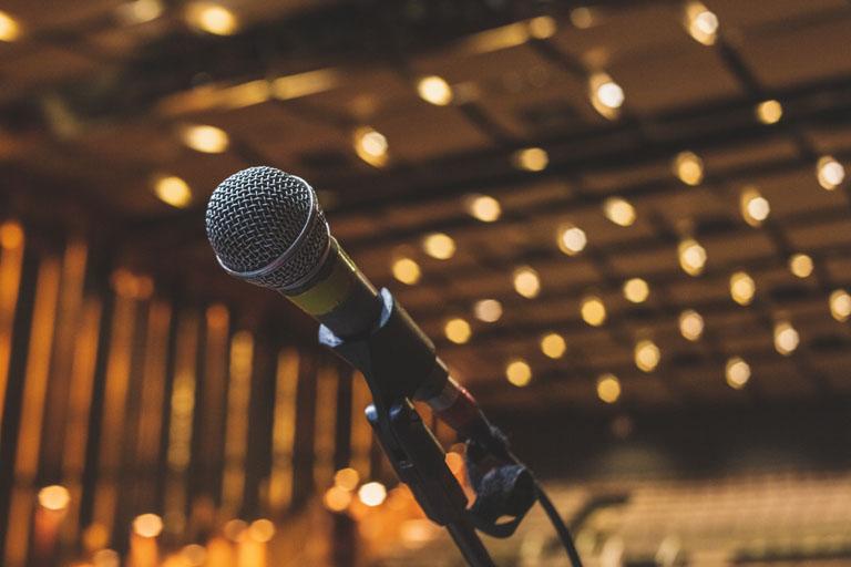 האמנים הסטנדאפיסטים מובילים בבידור – מאמר 8 מאי 26, 2021